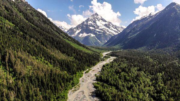 Горная река Псыш на территории Софийской долины в Республике Карачаево-Черкессия