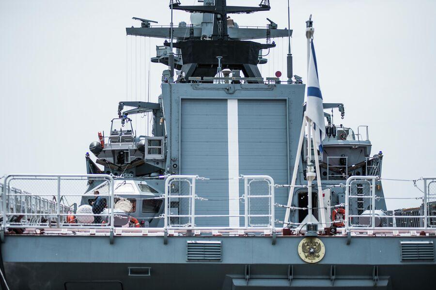 Ворота в вертолетный ангар на корвете проекта 20380 Совершенный
