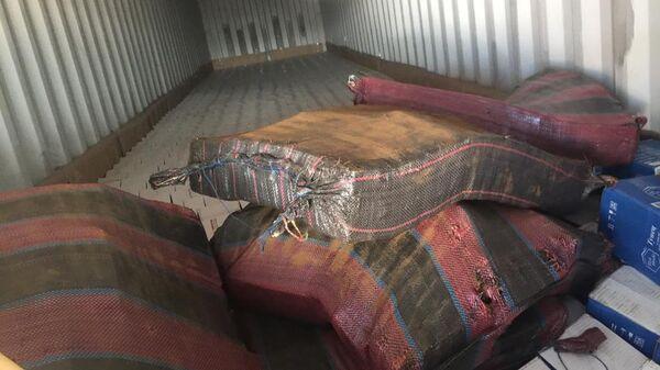 Мешки с 400 килограммами кокаина стоимостью 4,5 миллиарда рублей, обнаруженные в порту Санкт-Петербурга в контейнере из Эквадора. 11 июня 2019