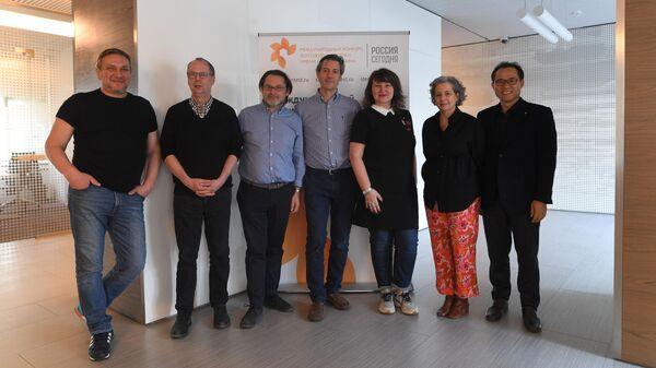 Члены жюри международного конкурса фотожурналистики имени Андрея Стенина