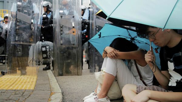 Демонстранты во время акции протеста в Гонконге