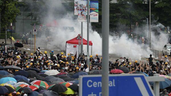 Акция протеста жителей Гонконга против поправок к закону об экстрадиции