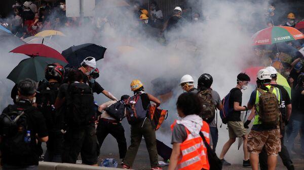 Акция протеста жителей Гонконга против поправок к закону об экстрадиции. 12 июня 2019