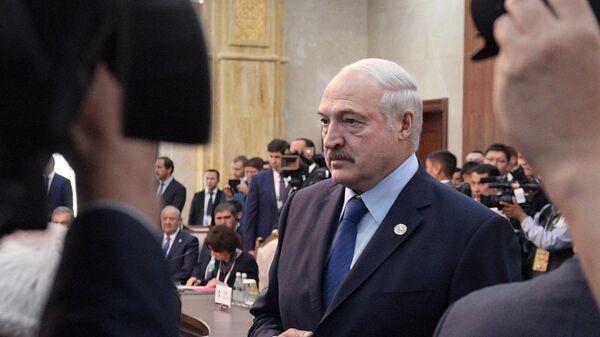 Президент Белоруссии Александр Лукашенко перед началом заседания Совета глав государств - членов Шанхайской организации сотрудничества в расширенном составе в государственной резиденции Ала-Арча в Бишкеке. 14 июня 2019