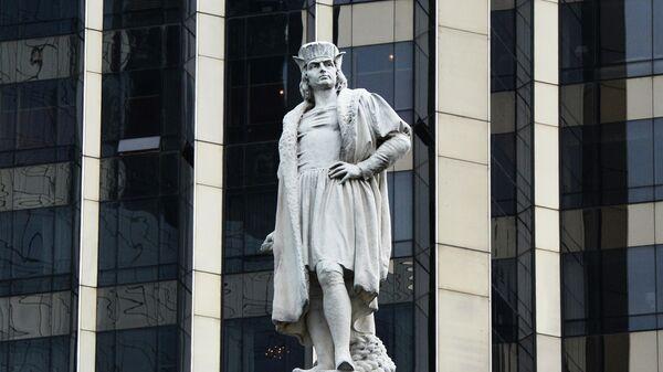 Памятник Христофору Колумбу  на площади Коламбус-серкл в Нью-Йорке