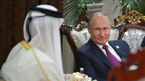 Владимир Путин во время встречи с эмиром Катара Тамимом бен Хамадом Аль Тани на полях саммита СВМДА  в государственном комплексе Дворец Навруз в Душанбе. 15 июня 2019