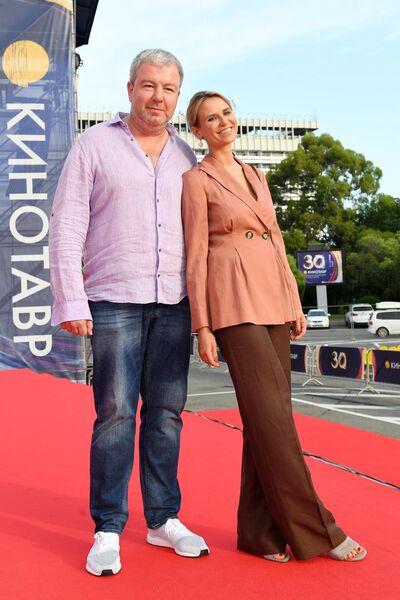 Актёр Александр Робак с супругой Ольгой на 30-м Открытом фестивале российского кино Кинотавр