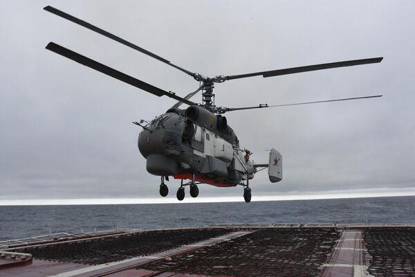 Вертолет Ка-27 во время совместных учений по поиску и спасению на море Сарекс-2019