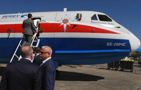Российский самолет-амфибия Бе-200ЧС, разработанный ТАНТК имени Г. М. Бериева и производимый на Иркутском авиационном заводе, представленный на международном аэрокосмическом салоне Paris Air Show 2019 во Франции