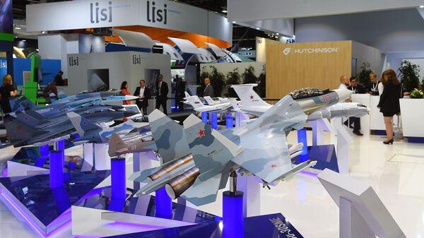 Макет многоцелевого истребителя Су-30СМ на международном аэрокосмическом салоне Paris Air Show 2019 во Франции