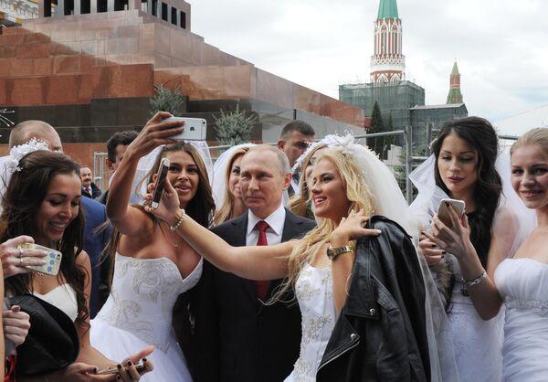 Президент РФ Владимир Путин на торжественной церемонии открытия Дня города на Красной площади в Москве