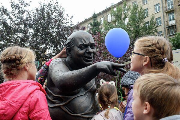Памятник актеру Евгению Леонову на площади Звезд российского кинематографа в Москве