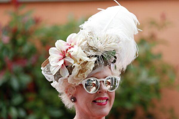 Посетительница королевских скачек Royal Ascot