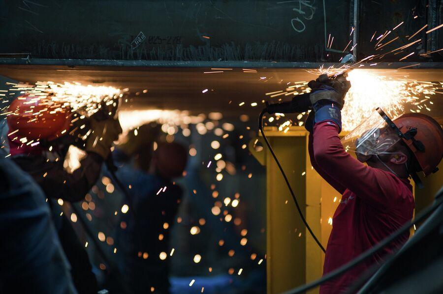 Зачистка сварочных швов в блоке корпусных производств ССК Звезда