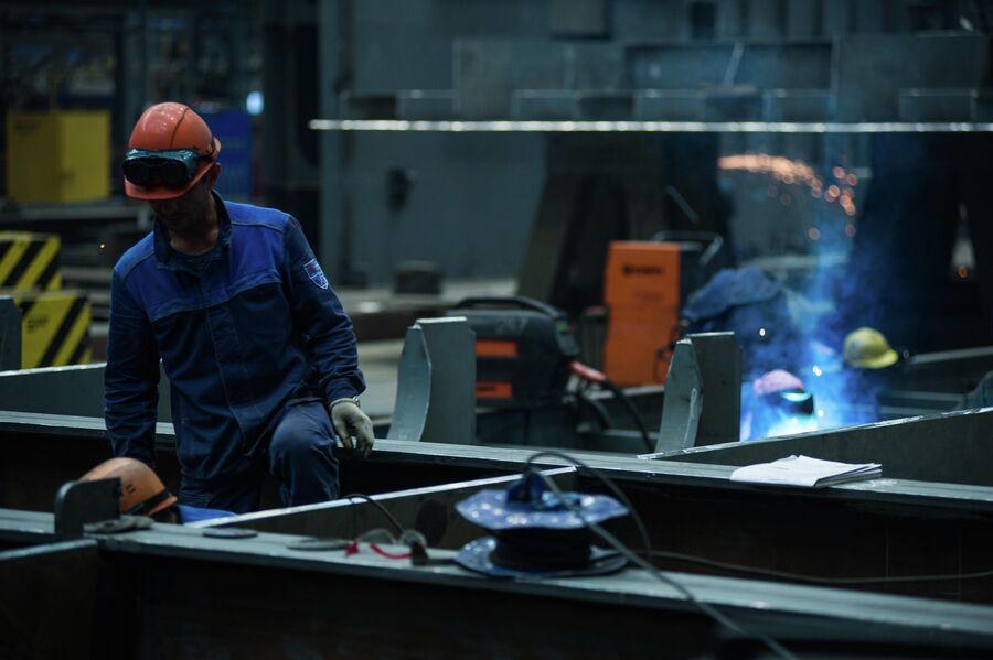 Сварочные работы в блоке корпусных производств ССК Звезда