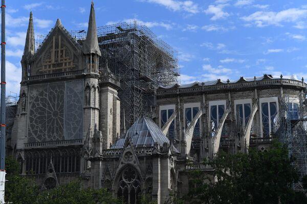 Собор Парижской Богоматери (Notre Dame de Paris) в Париже. В Соборе проводятся восстановительные работы после пожара, случившегося 15 апреля 2019 года