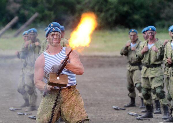 Военнослужащий на сводной тренировке динамического показа боевых возможностей в рамках предстоящего Международного военно-технического форума Армия-2019 в военно-патриотическом парке Патриот