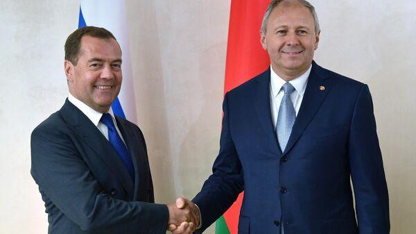 В Горках началась встреча Медведева и Румаса