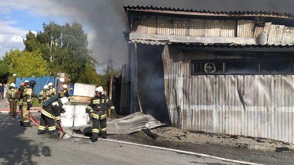 Пожар в цеху лакокрасочных материалов по улице Труда в городе Екатеринбурге. 22 июня 2019