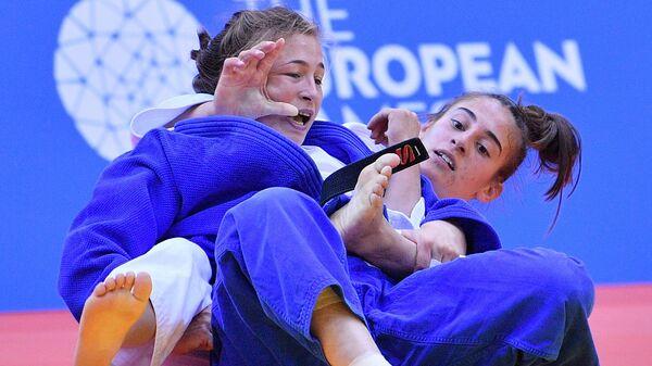 Дарья Межецкая (Россия) и Нора Гякова (Косово)
