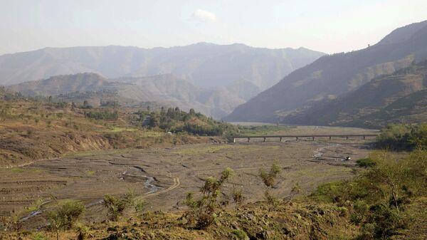 Мост через высохшую реку в северной части Эфиопии в регионе Амхара