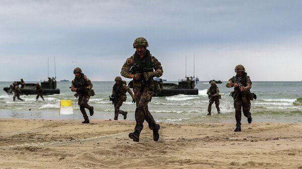 Солдаты Королевского военно-морского флота Великобритании на учениях Baltops 19 проходящих на территории Литвы и Швеции