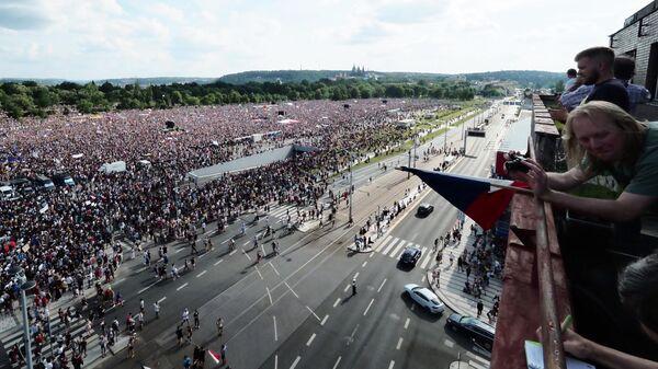 Участники протестной акции в Праге против премьер-министра Андрея Бабиша. 23 июня 2019