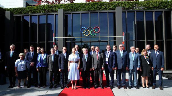 Томас Бах с делегацией МОК
