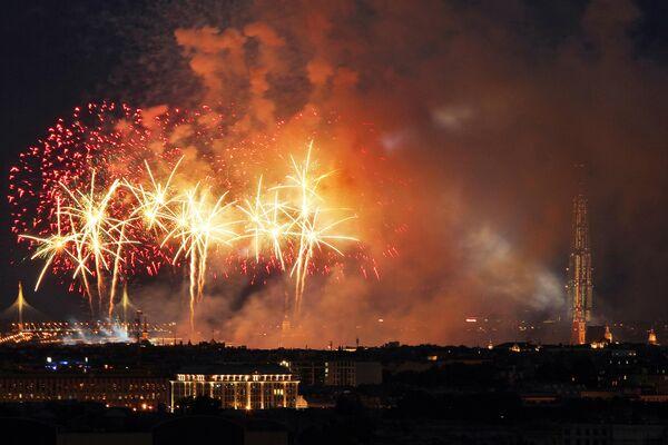 """Фейерверк на празднике выпускников """"Алые паруса"""" в Санкт-Петербурге"""