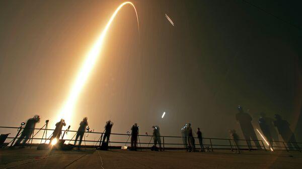 Запуск ракеты Falcon Heavy с космодрома  на мысе Канаверал, во Флориде. 25 июня 2019