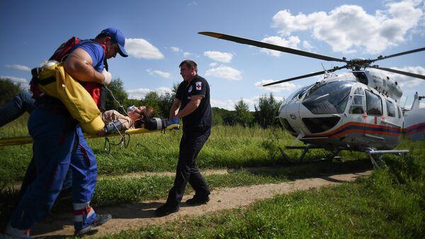 Эвакуация пострадавшей на многоцелевом вертолете Eurocopter EC145 в рамках учений в Москве