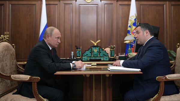 Президент РФ Владимир Путин и губернатор Тверской области Игорь Руденя во время встречи. 25 июня 2019