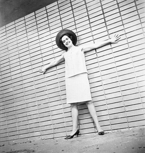 Коллекция женской одежды Весна-лето 1966 года. Платье-костюм - продукция Рижской швейной фабрики Ригас апгербс