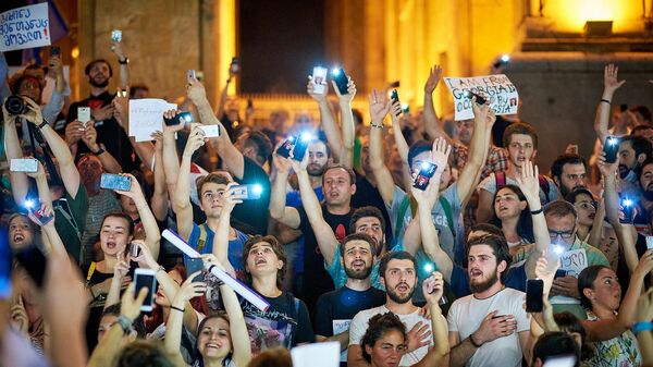 ГРУЗИЯ: Политики, принимающие участие в митингах в Тбилиси, в основном из партии Саакашвили
