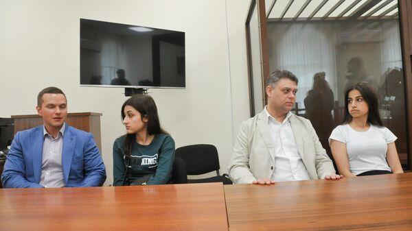 Суд продлил для сестер Хачатурян запрет видеться друг с другом