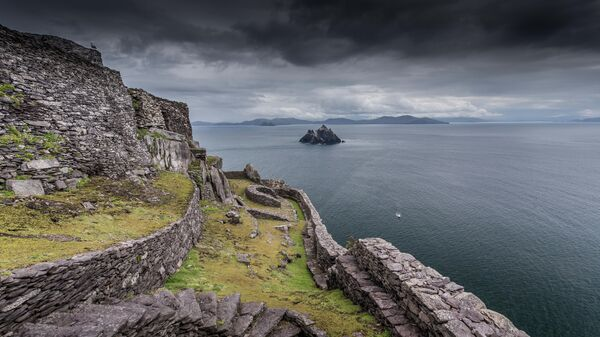 Вид с острова-утес Скеллиг-Майкл в Ирландии