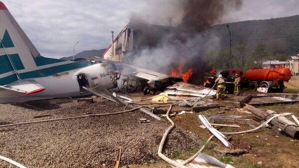Самолет Ан-24 совершил аварийную посадку в Нижнеангарске. Стоп-кадр с видео, предоставленного МЧС РФ