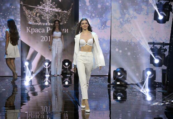 Участницы финала 25-го фестиваля красоты и талантов Краса России-2019