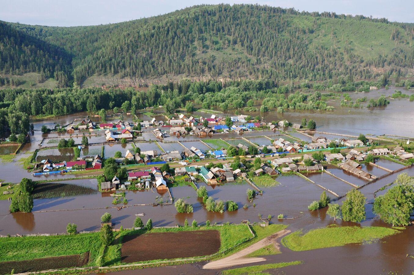 Жертвами паводка вСибири стали как минимум пять человек, сотни людей пострадали