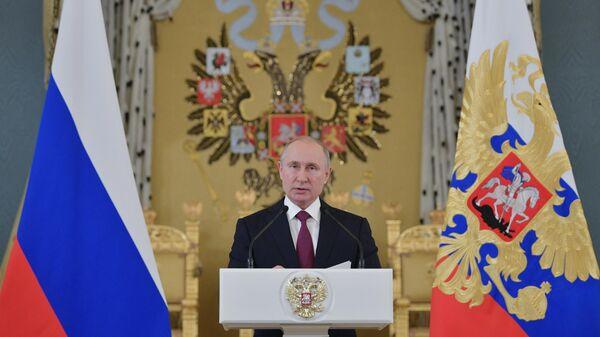Президент РФ Владимир Путин выступает на приеме в Большом Кремлевском дворце в честь выпускников военных высших учебных заведений, окончивших вузы с отличием. 27 июня 2019