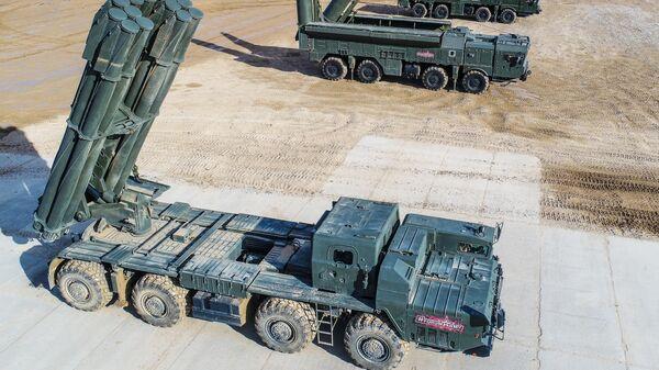 Боевая машина реактивной системы залпового огня Смерч, самоходная пусковая установка 9П78-1 Искандер-М и транспортно-заряжающая машина 9т234