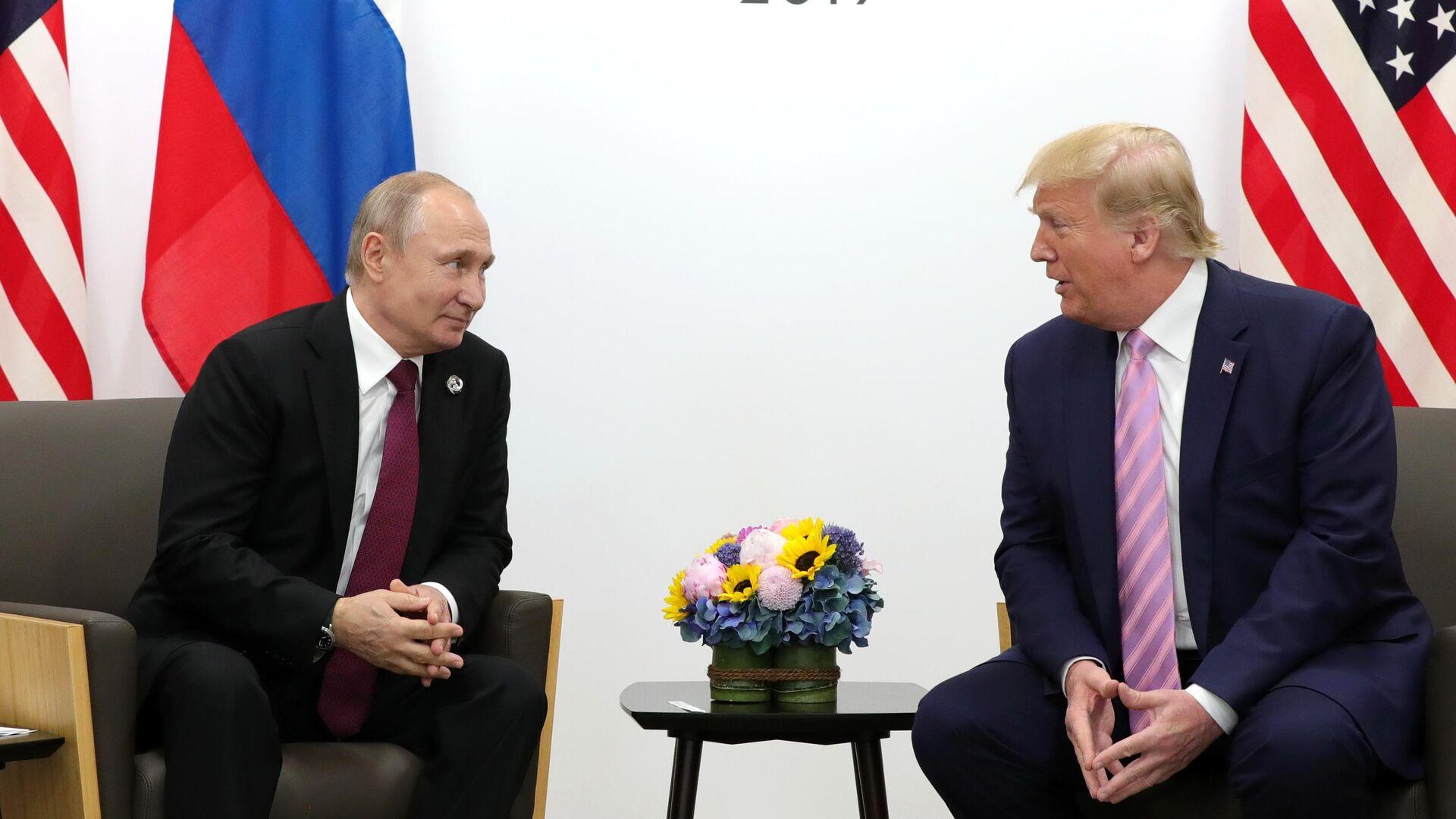 Президент РФ Владимир Путин и президент США Дональд Трамп на полях саммита Группы двадцати в Осаке. 28 июня 2019 - РИА Новости, 1920, 24.07.2020