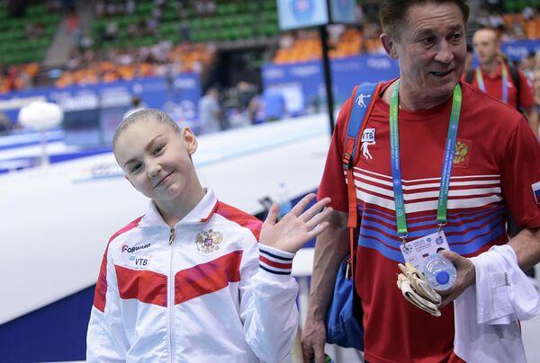 Елена Герасимова (слева) и тренер Василий Иванов