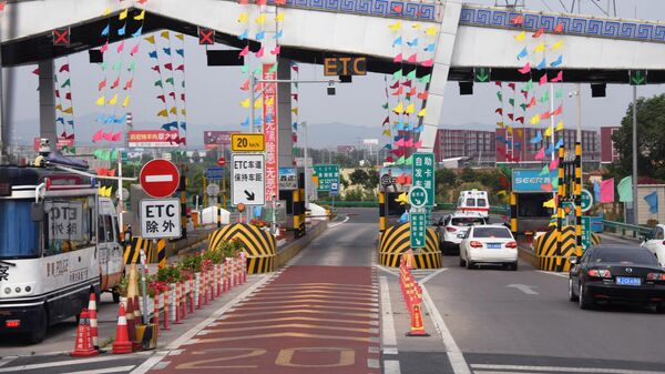 Пропускной пункт на платной скоростной дороге в Автономном районе Внутренняя Монголия в Китае