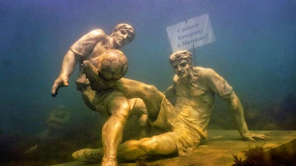 Памятник Кокорину и Мамаеву на дне черного моря в Анапе
