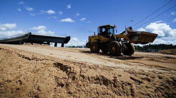 Дорожные работы на одном из участков пятого пускового комплекса ЦКАД в Московской области