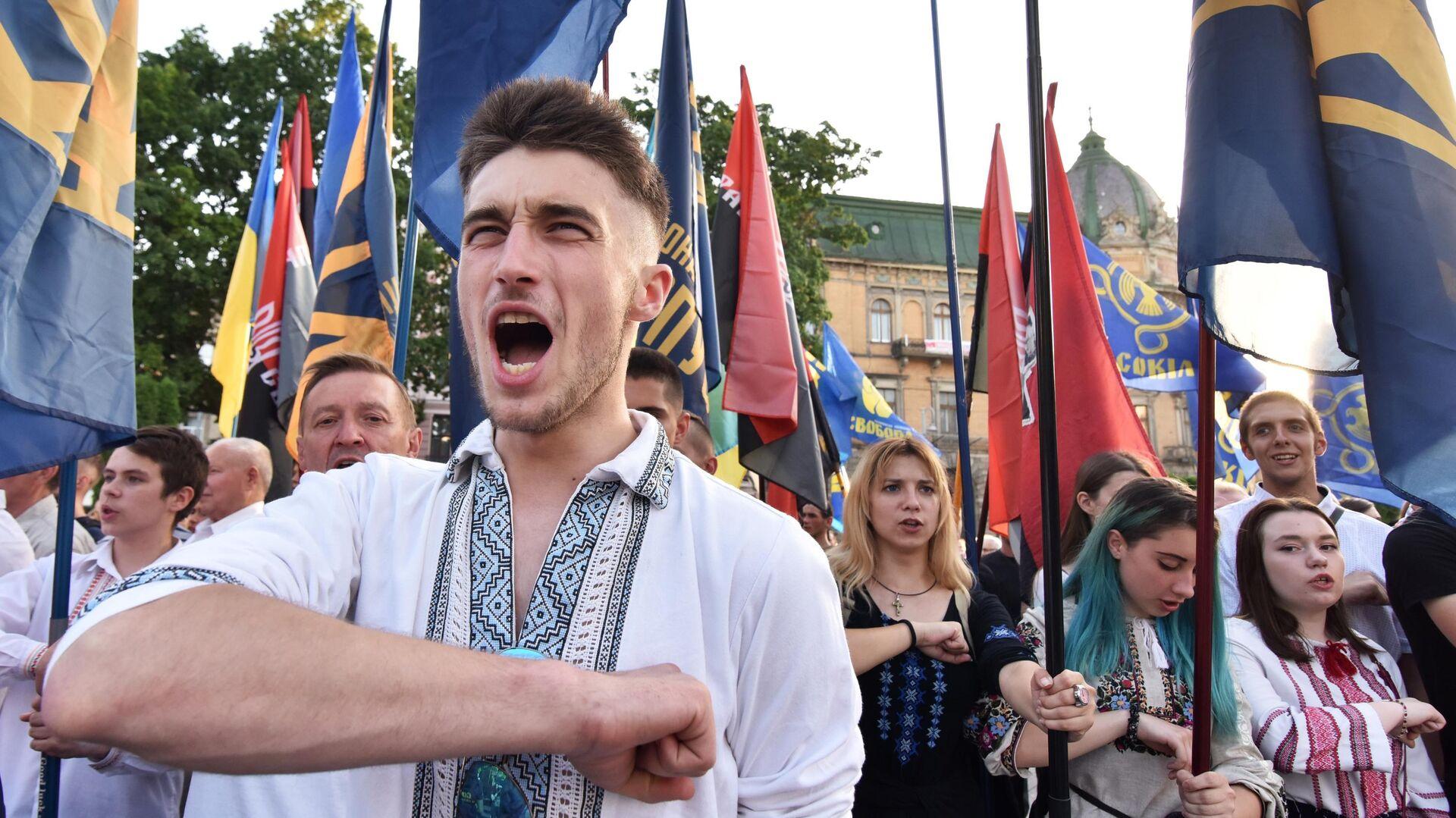 Участники марша националистов во Львове - РИА Новости, 1920, 11.07.2020