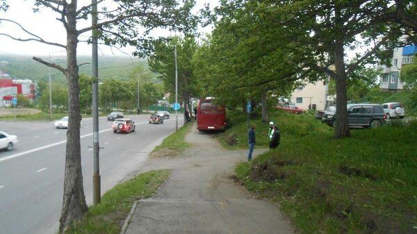 Автобус выехал на остановку с людьми в Петропавловске-Камчатском. 4 июля 2019