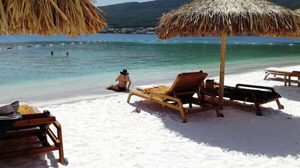 Бодрум. Туристы на пляже