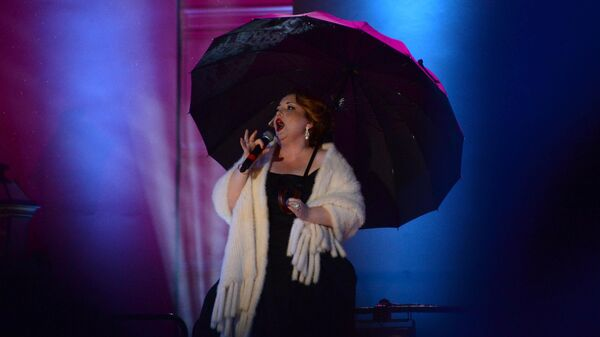 Певица Альбина Шагимуратова выступает на концерте Вечному городу - вечная музыка на Театральной площади в Москве